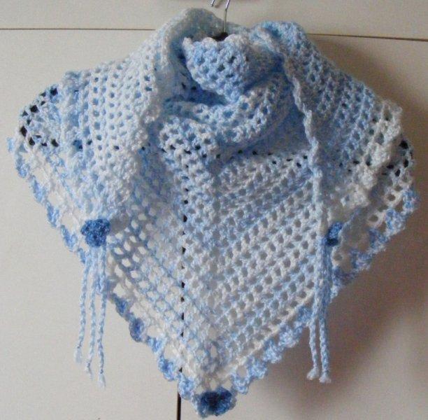Blue/white triangular scarf